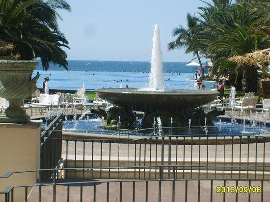 Lopesan Costa Meloneras Resort, Spa & Casino: Widok na basen główny i morze