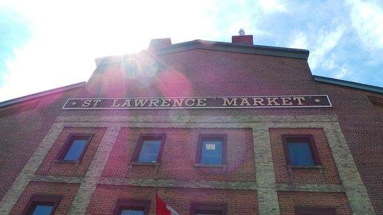 Hilton Garden Inn Toronto Downtown: Nice Market