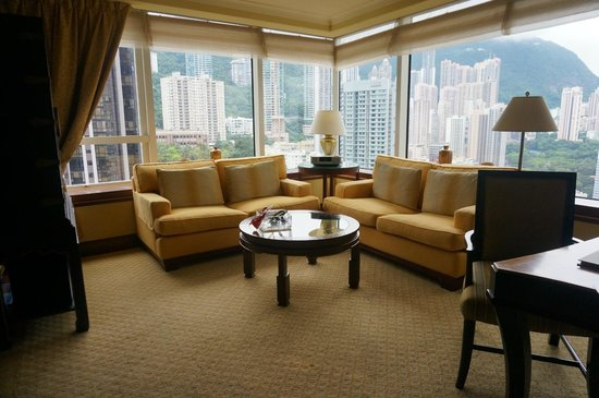 Conrad Hong Kong: Cosy sitting area with nice view of the peak
