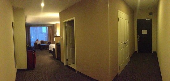 Courtyard Montreal Downtown : panoramic view of room