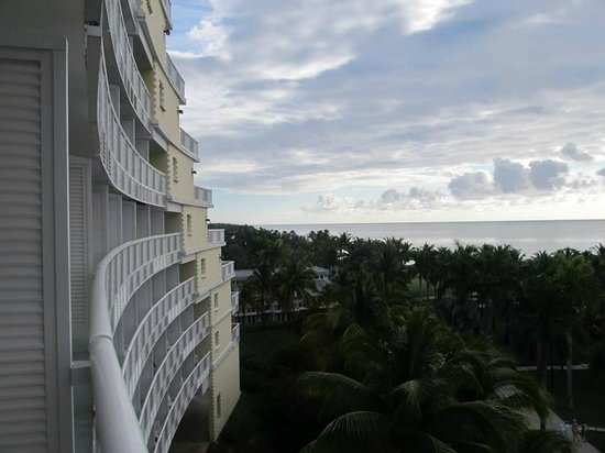 Grand Lucayan, Bahamas : view looking down one side of hotel from the room balcony