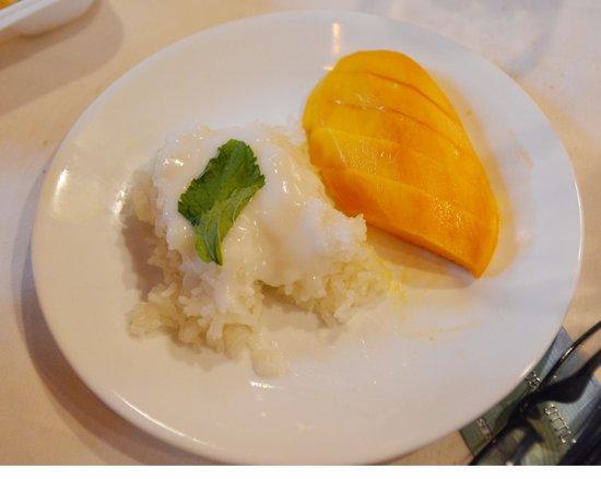 Beauregard's Thai Room: mango and rice with coconut sauce .... for dessert ...