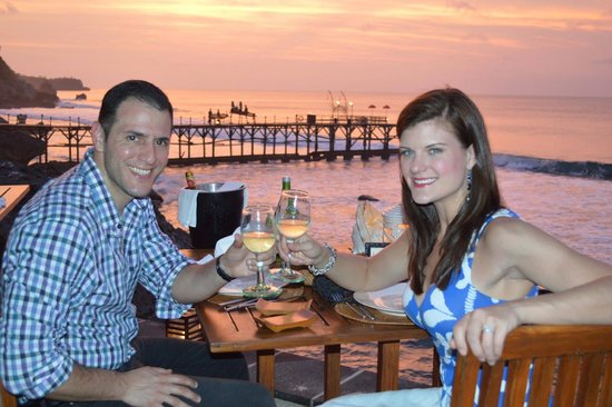 Kisik Bar and Grill at Ayana Resort and Spa: Cliff side sunset dinner, simply amazing.