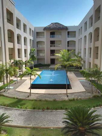 Hard Rock Hotel & Casino Punta Cana : One of 18 courtyards