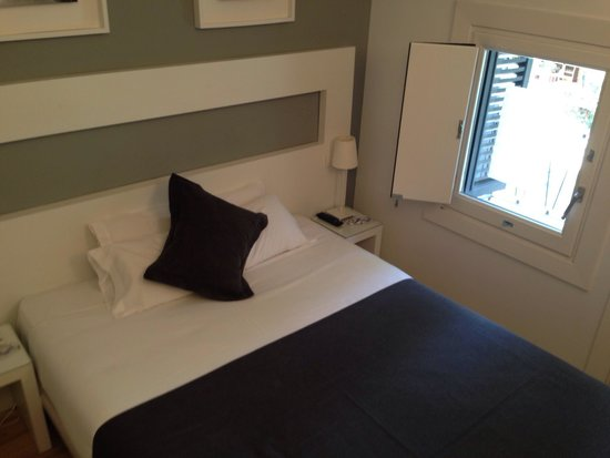 Hotel Sitges: Small standard room with balcony