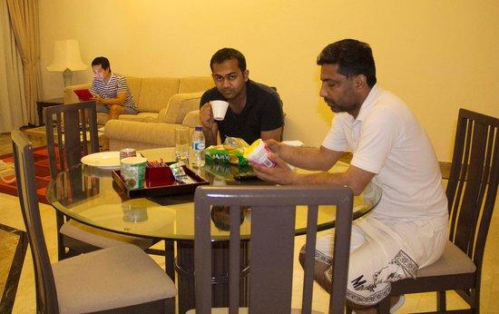 Village Residence West Coast by Far East Hospitality : Having coffee