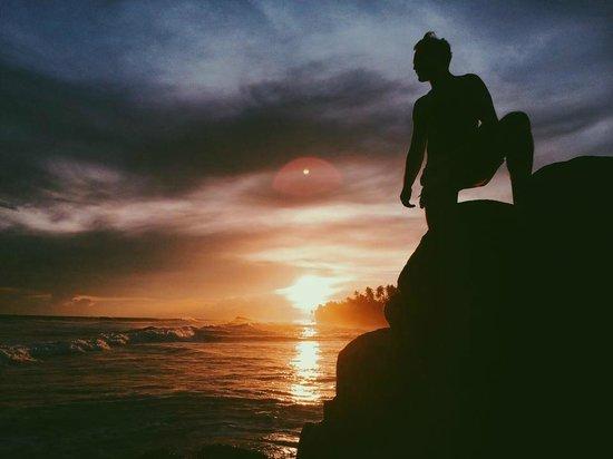 Apa Villa Thalpe: Sunset view along beach.