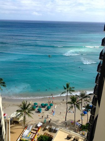 Outrigger Waikiki Beach Resort: Beach View from 15th floor room.