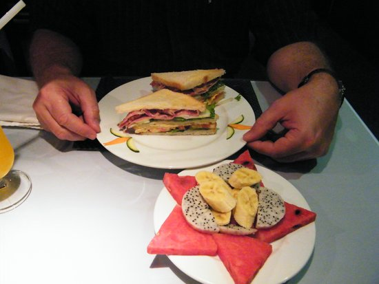 Hanoi Moment Hotel 2: Club sandwich and fruit