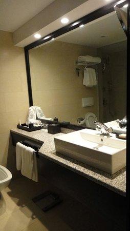 Fairmont Heliopolis: Bathroom