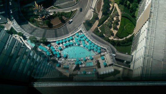 Vdara Hotel & Spa: View of pool from our room 40th floor