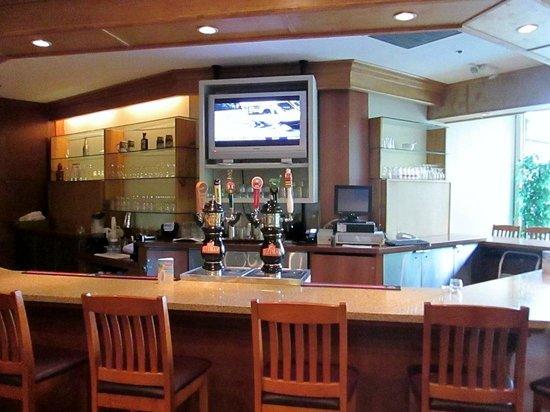 The Birches Restaurant: Bar