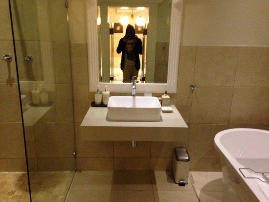 Admiralty Beach House: Bathroom. Fish House.