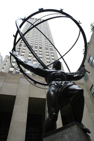 Rockefeller Center: Famous Statue of Atlas