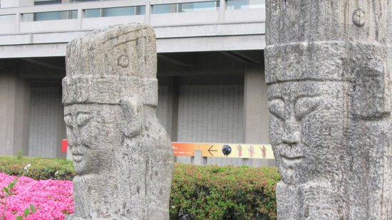 Museo Nacional de Tokio: outside the Asian art building