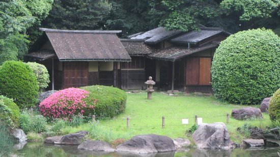 Nationalmuseum Tokyo: garden view from main building