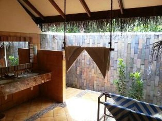 Filitheyo Island Resort: bathroom