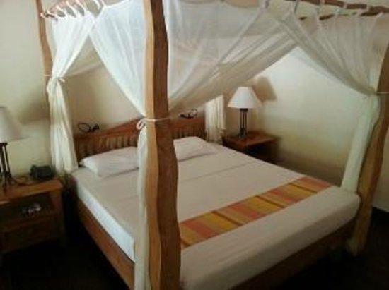 Filitheyo Island Resort: daytime
