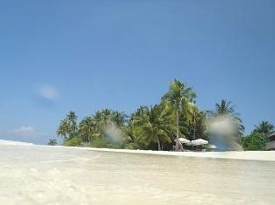 Filitheyo Island Resort : sunset bar from ocean edge