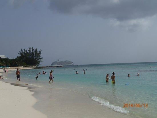 Marriott Grand Cayman Beach Resort: The Beach