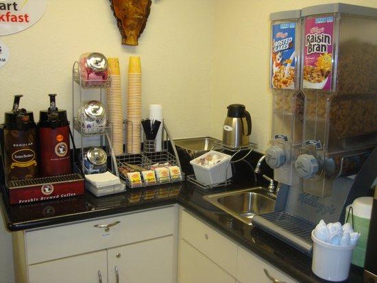 Super 8 Azusa : breakfast area