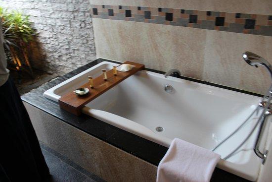 Sheraton Maldives Full Moon Resort & Spa: Bathroom