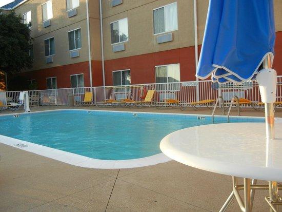Fairfield Inn & Suites Dallas DFW Airport North/Irving: Pool Area