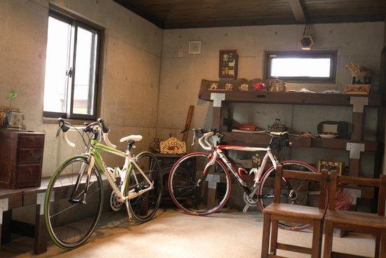 Pension Harutsugedori : 玄関に自転車を保管していただく