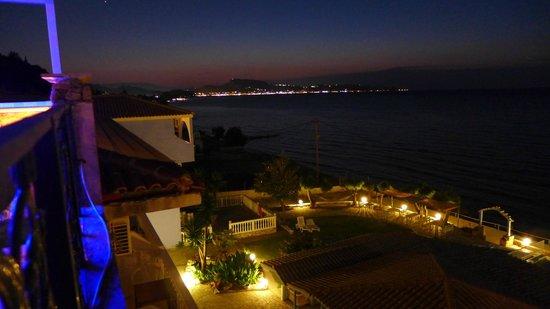 Agoulos inn : Zakythos noca widok z klubu nocnego na dachu