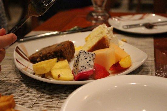 Sheraton Maldives Full Moon Resort & Spa : Feast