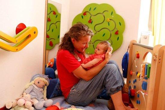 Kinderhotel Rudolfshof Vitality: im Kinderclub-Krabbelstube