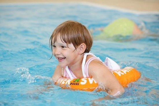 Kinderhotel Rudolfshof Vitality: Mädchen im Pool