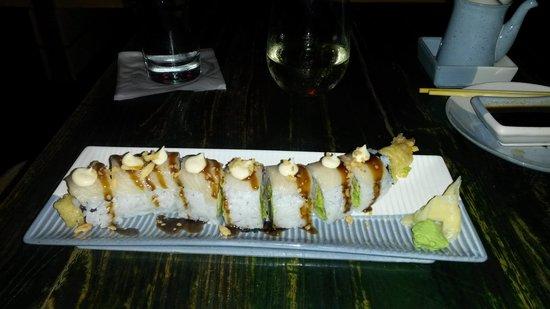 Doraku Sushi: white dragon roll