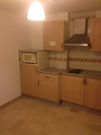 Hotel Diar Lemdina : Kitchen in 1132