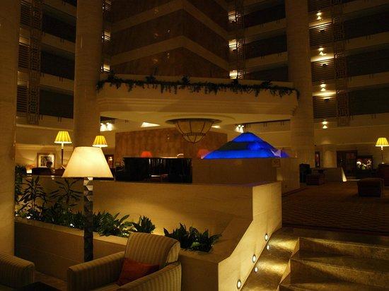 Sheraton Dubai Creek Hotel & Towers: Lobby