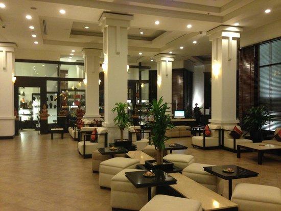 Tara Angkor Hotel: main lobby