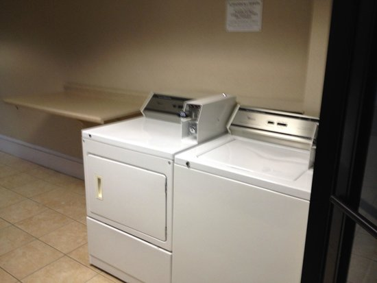 Best Western Gateway Adirondack Inn : laundry room for guests