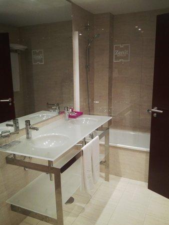 Hotel Zenit Valencia: Bathroom