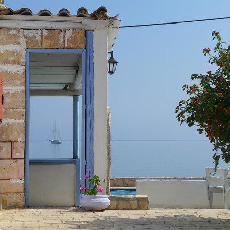 Agoulos inn : widok na morze z partetu