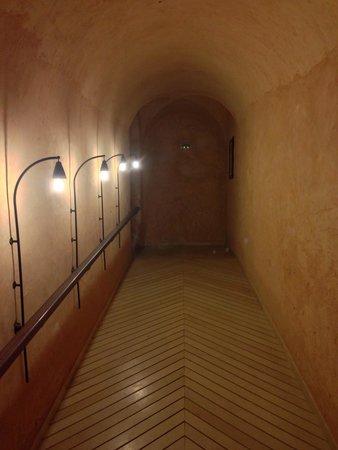 Hotel Diar Lemdina : Hotels walkway to the Medina