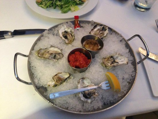 Milwaukee ChopHouse : Oysters On The Half Shell (appetizer)