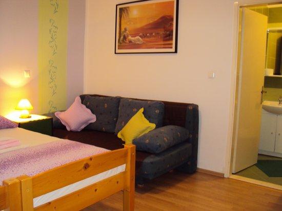 Apartments Marica Plenkovic : room green