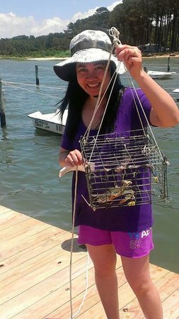 Cherrystone Family Camping Resort: crabbing at the pier is fun!