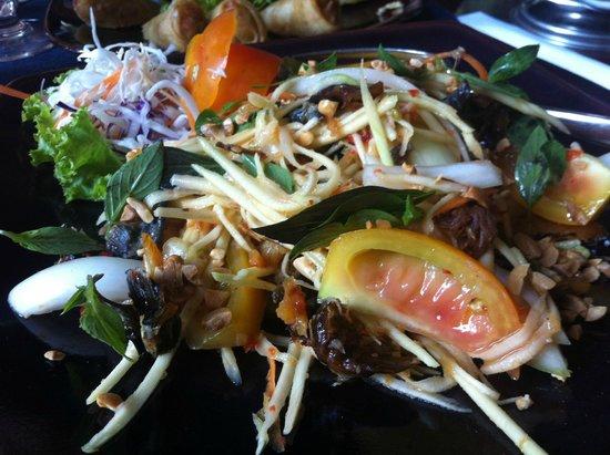 Tara Angkor Hotel: Salad