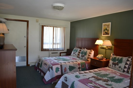The Kancamagus Lodge: Balcony Room with Two Double Beds