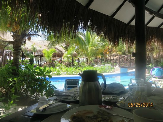 El Dorado Royale, by Karisma: Look from our patio and swim porch after breakfast