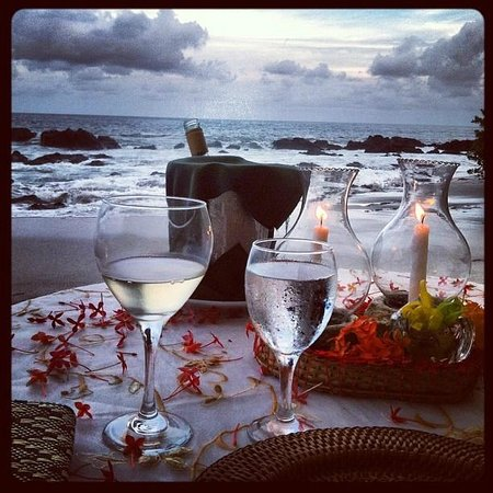 Ylang Ylang Beach Resort: Private Beach Dining= Amazing!