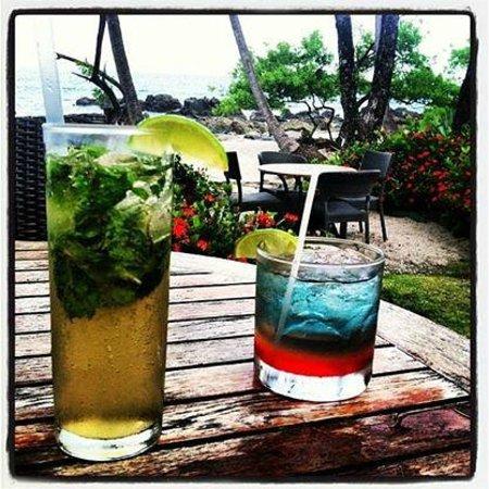 Ylang Ylang Beach Resort : Happy Hour!