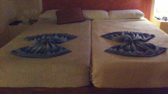 Marina Lodge at Port Ghalib: notre lit joliment décoré