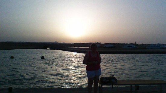 Marina Lodge at Port Ghalib: coucher de soleil en face de l'hôtel
